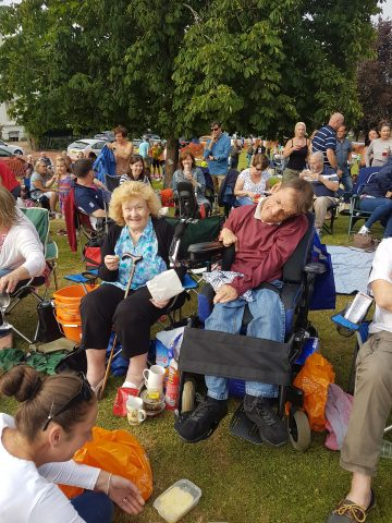 attendees picnic on the green 2017